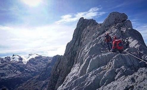ภูเขาสุดสวยในเอเชีย ที่ต้องไปปีนป่ายปักธงสักครั้ง